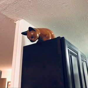 Wooden Cat Hangs-over Ledge/ table